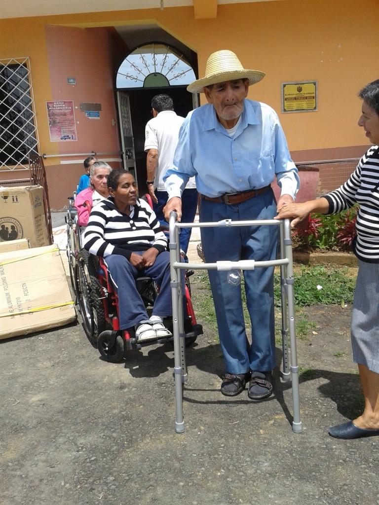 anciano discapacitado