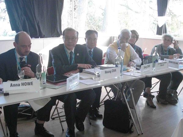 Grupo a cargo de la revisión del Reporte Mundial sobre Envejecimiento y Salud de la OMS.  Ginebra, Suiza, 18 de marzo.