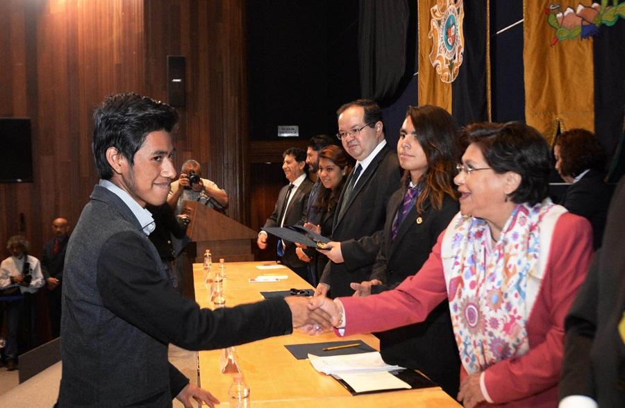 Vladimir Sierra Casiano, otro estudiante brillante de la UNAM