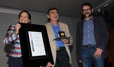 Juan Tovar, el escritor de las farsas sobre la actualidad política